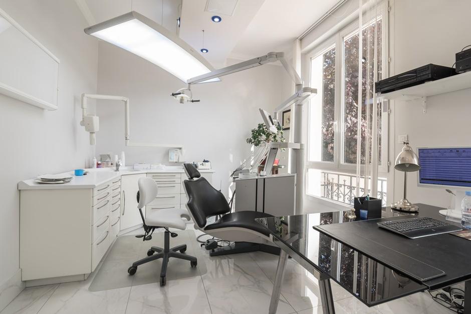 Salle de soins dentaire du Dr Aboulker - Dentiste Persan