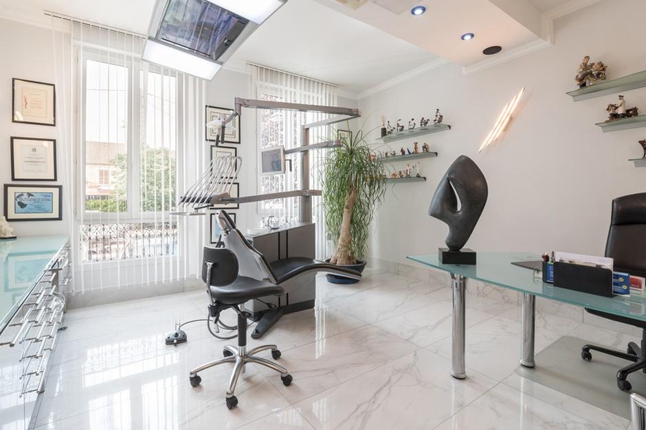 Salle de soins dentaire du Dr Dan Levy - Dentiste Persan