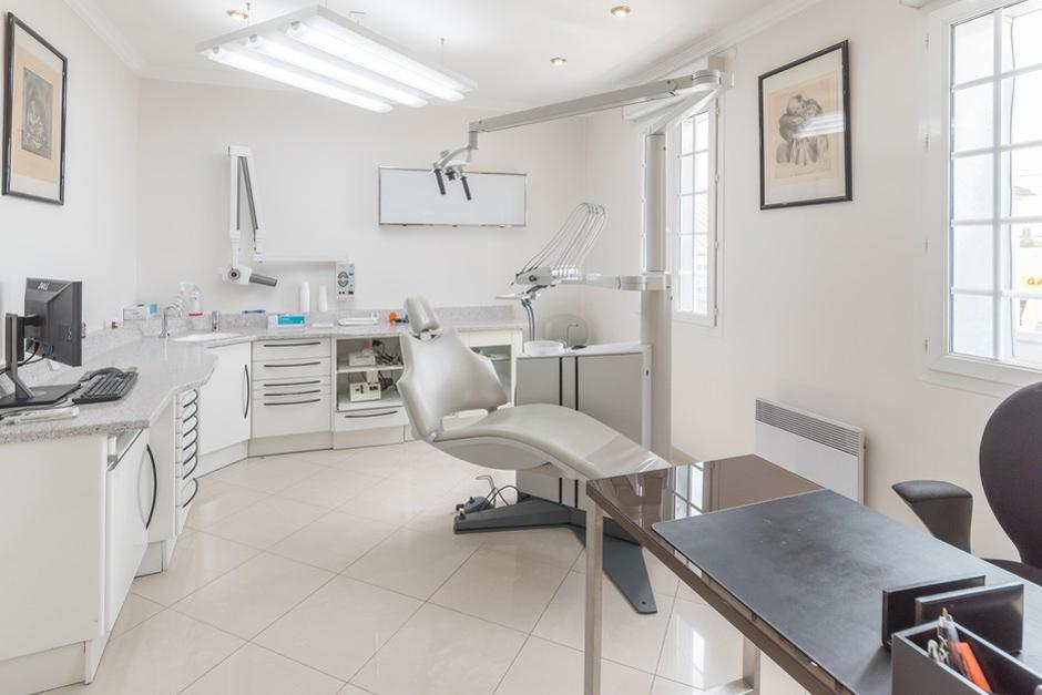 Salle de soins dentaire du Dr Smadja - Dentiste Persan