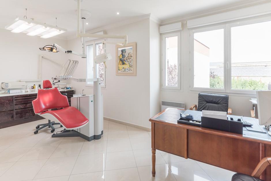 Salle de soins dentaire du Dr Bibas - Dentiste Persan