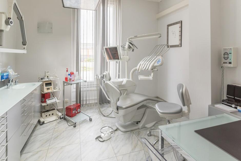 Salle de soins dentaire du Dr Lugassy - Dentiste Persan