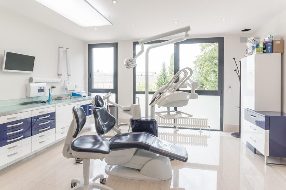 Salle de soins dentaires du Dr Sroussi - Dentiste Persan